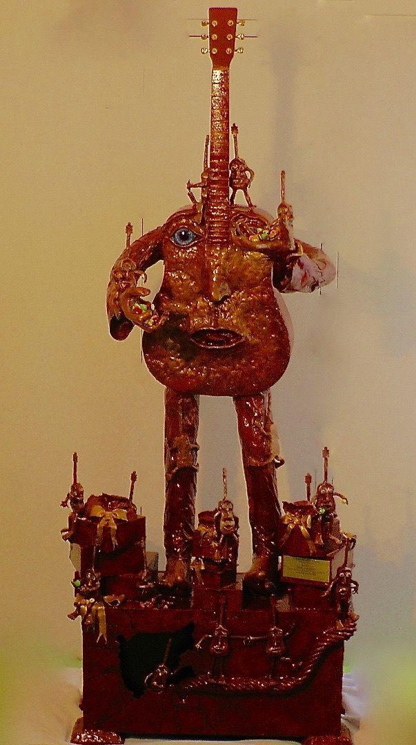 """Scultura  """" Ciao Pino """" Dedicata a Pino Daniele (Scultura),  60x200x85 cm da Paolo Orlando un opera assolutamente straordinaria ,che parla ed è decita al piu Grande Chitarrista di tutti i tempi PIno Daniele ,Autore di Innumerevoli Canzoni ed amico di Grandi artisti dove insieme a Loro ha creato la musica ,per citarne qualcuno Eric Clapton ,Prince ecc ecc ,Grande artista di Fama internazionale ,scomparso nel  mese di Gennaio precisamente il 4 /01/2015 ,ed ha lasciato a tutti noi un patrimonio…"""
