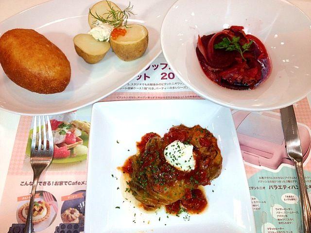 ロシア料理すっごくおいしかった~!今年の冬はあったかロシア料理はまりそうです(*^^*) - 23件のもぐもぐ - ロシア料理〜焼きロールキャベツ・ピロシキ・ボルシチ・カルトーシュカ〜 by まみ