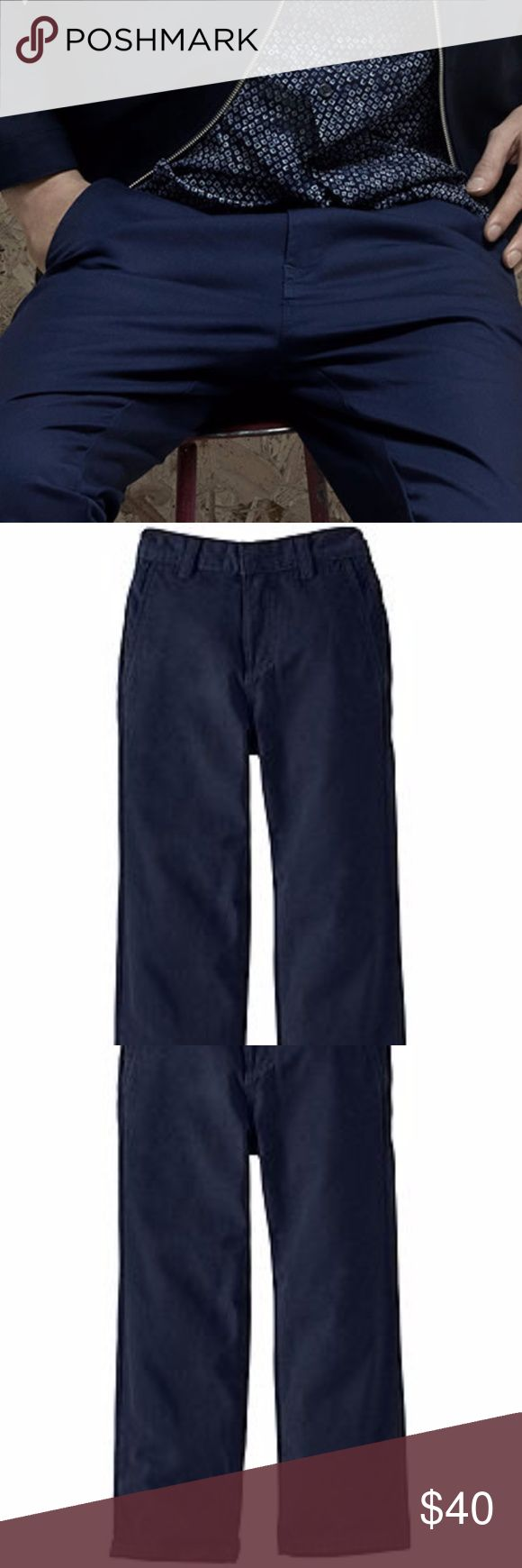 "Theory Navy Blue Chinos 34/31 Very versatile and lightweight navy blue pants. Clasp and zipper front closure with 4 pocket design. 100% cotton, style is BAENA B.  Go casual or dressy.  Approx. Measurements: Inseam: 31"" Flat waist: 17.5 Rise: 10"" Back: 12.5"" Leg opening: 7.5"" Theory Pants Chinos & Khakis"