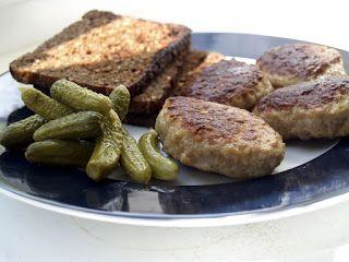 Crispirinha: Frikadellen - hamburguinhos alemães Fonte da foto: https://commons.wikimedia.org/wiki/File:Flickr_-_cyclonebill_-_Frikadeller_med_ristet_rugbr%C3%B8d_og_cornichons.jpg
