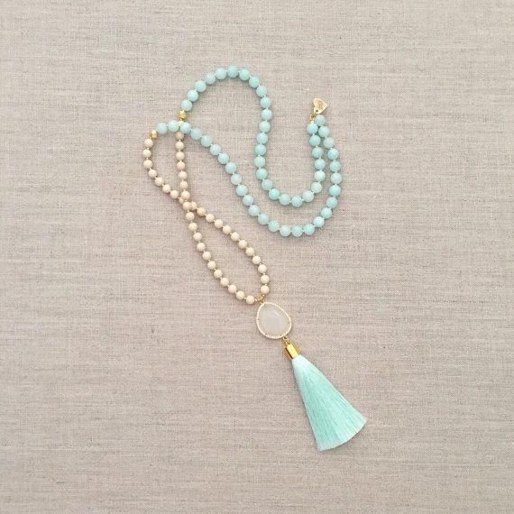 Een liefde van invloed op origineel  De Becca kwast ketting is samengesteld uit fossiele Agaat, jade, goud geborsteld accent kralen, een verharde