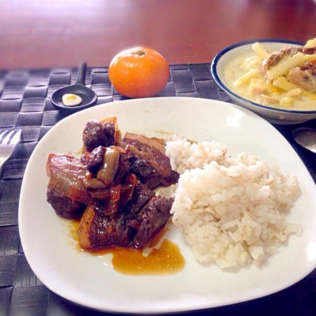 本年の仕事納めして昼に帰宅して自宅ランチ 厳寒の年末にフィリピン料理で気分は南国 - 36件のもぐもぐ - アドボ・ン・バボイ&ソーパス【フィリピン風 豚の角煮とマカロニミルクスープ】 by manilalaki