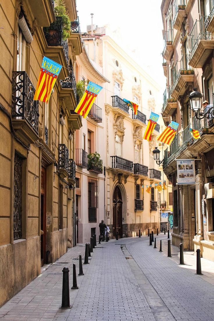 The paella, the crazy pyrotechnics of Las Fallas, the vibrant colors... what's not to love about Valencia?!