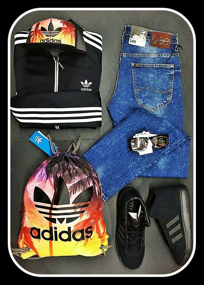 .Back to black in sunset. Ένα blue jean σε κλασσικό ξέβαμμα συνδυασμένο εξίσου με μια κλασσική ζακέτα της κορυφαίας εταιρείας Adidas σε μαύρο/λευκό και total black sneakers, μένετε πιστοί στο κλασσικό στυλ, που πάντα άλλωστε είναι και στην μόδα. Η επιλογή των αξεσουάρ, όπου απεικονίζουν ηλιοβασίλεμα σε κάποιο τροπικό μέρος,προσδίδουν μια πιο μοντέρνα πινελιά στο σύνολο σας, χωρίς να χαλάνε το ύφος σας. * www.wearhouse.gr