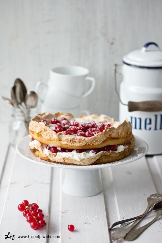 ... meringue berry cake ...
