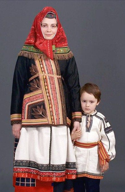 Russian national costume. Festive clothes from Belgorod Province, 19 century. Authentic specimens from a private collection. #folk #Russian #national #costume