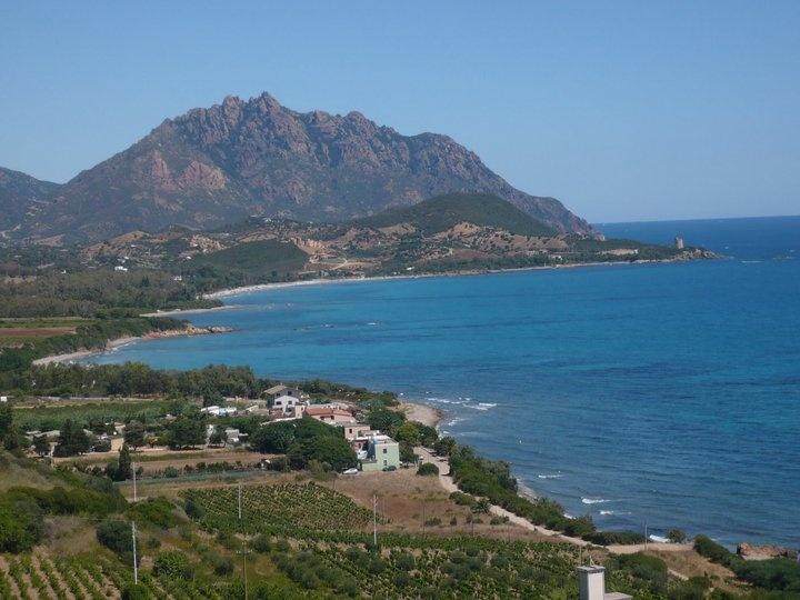 Marina di Tertenia - Veduta dall'alto della Torre spagnola di San Giovanni e della spiaggia di Melisenda.