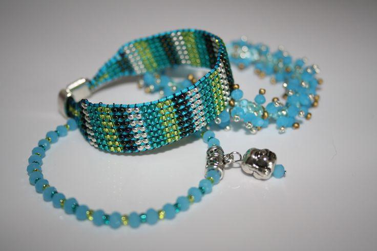 Armband gewebt mit Miyuki und als Bänder wurden hier gewachste Satinbänder in Stärke 0,80 mm verwendet. http://www.perlensucht.at/makramee-satinband.html