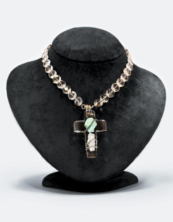 Croce Plexiglass. collana di cristallo di rocca con ciondolo croce in plexiglass trasparente e applicazionei di pietre naturali e argento 925/1000. go-ti gioielleria Corinaldo. #goti #gioielleria #croce #croce #plexiglass #idee #gioiello #cristallo #rocca #Crystal #gioielli  #plexiglass