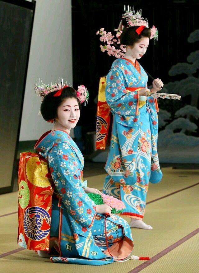 Maiko #maiko #japan #kimono #geisha