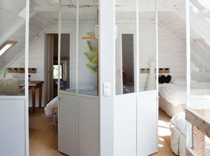 basic idea for dividing a bonus or attic space into rooms.  source: Maison & Travaux