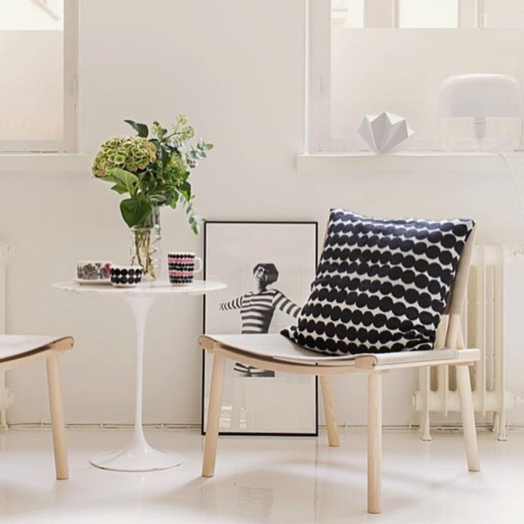 Knitted Rasymatto pillowcase - too cosy. // #marimekko #marimekkohome #aw15 // Ps. Don't miss the new color way of our tableware, with a touch of bubblegum pink.