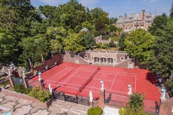 This 14,551 square-foot, 18-bedroom castle sits on 7.7 acres of gated land on Long Island's Kings Point. Built in 1928, the colonial-style mansion is at the center of Nassau County village and offers breathtaking views of New York City. - See more at: https://www.trulia.com/blog/celebrity-homes/gatsby-movie-home-for-sale/#sthash.jP6r2qdA.dpuf