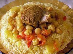 La meilleure recette de Couscous au safran et au poivre noir de Tlemcen! L'essayer, c'est l'adopter! 4.7/5 (7 votes), 14 Commentaires. Ingrédients: 1kg de viande de mouton 1kg de graines de couscous   1 oignon moyen 1 grosse tomate 2 grosses poignées de pois chiche(trempées la veille) Cannelle en bâton Safran en filament Poivre noir Sel Huile Smen (beurre clarifié)