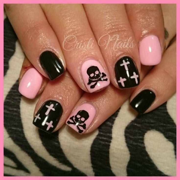 Nails negro y rosa con calavera