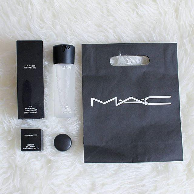 Uwaga, uwaga, blog pod nowym adresem ➡www.paulinablog.pl⬅ Mam nadzieje, ze teraz bedzie latwiej i przyjemniej 💕 Oraz nowy post o nowosciach minionego miesiaca 😃  Jestem podekscytowana, bo to nie koniec moich nowosci 👌 #nowypost @zblogowani #blogger #beauty #beautyblogger #flatlay #maccosmetic #macfixplus #macblacktrack #fixplus #blacktrack