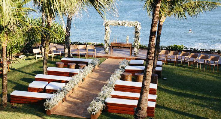 Cerimônia de casamento no Hotel Amora, Maresias/SP.  Decoração: Mara Perez.