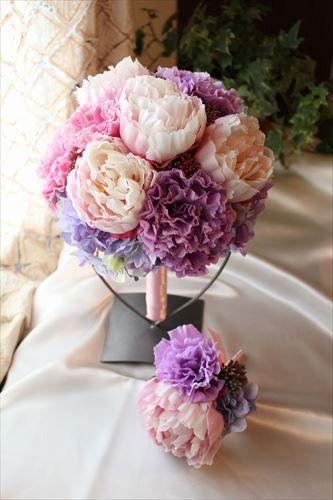 花びらがぎっしり詰まった、シャクヤクとトルコキキョウのラウンドブーケ♪コロンとした可愛らしいウェディングブーケです。ピンク系、パープル系、もちろんホワイト系の...|ハンドメイド、手作り、手仕事品の通販・販売・購入ならCreema。