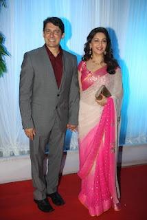 Madhuri dixit and Sushmita sen at Esha Deol's Wedding Reception.   Bollywood Cleavage