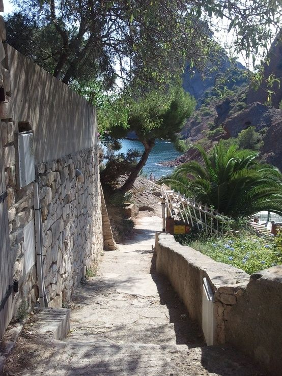 ღღ Aww.. I want to go down that walk-way...  ~~~ Cote d'Azur, France.