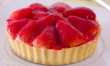 Torta de morango recheada com cream cheese e leite condensado - Receitas - GNT