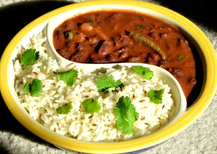 How to make Rajma. Heat 3 tablespoons oil,add 2 bay leaves, 2 chopped onions, sauté till golden brown. Add 1 inch chopped ginger, 8 chopped garlic cloves, sauté for 1 min. Add 1 tablespoon chilli powder, 1 tablespoon coriander powder, ½ teaspoon turmeric, 1 teaspoon cumin powder. Add 3 chopped tomatoes, cook till oil surfaces. Add 3 cups boiled red kidney beans,salt, simmer for 15 mins. Add 1 teaspoon garam masala,coconut paste, cook for 5 mins. Serve hot garnished with chopped coriander…