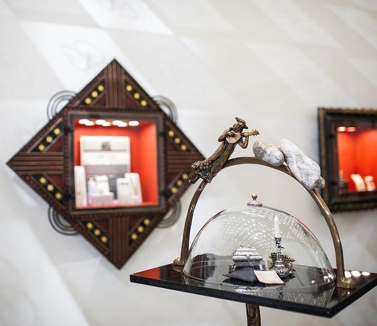 Din #Galeriile #Sabion răsună #muzica unui sfârșit de săptămână liniștit. #romania #jewelry #gold #collections #stones #art