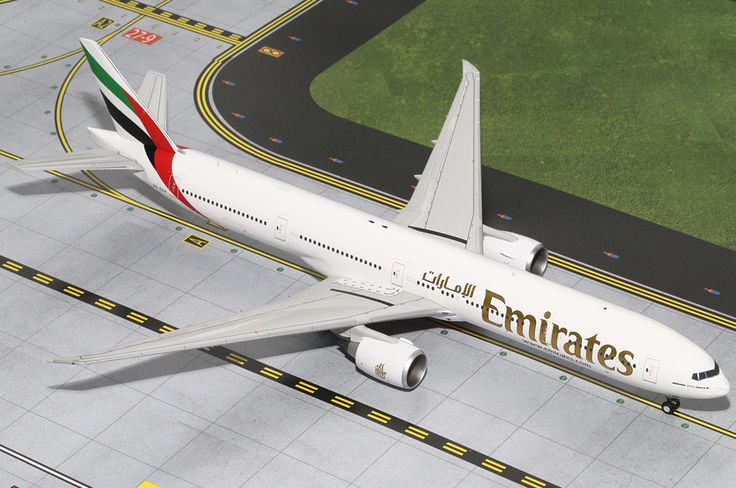 1/200 GeminiJets Emirates Airline Boeing 777-300ER Diecast Model