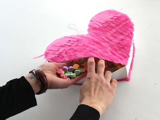 El Corazon: Make Your Own Valentine Heart Piñata >> http://blog.diynetwork.com/maderemade/how-to/valentines-craft-diy-heart-pinata?soc=pinterest