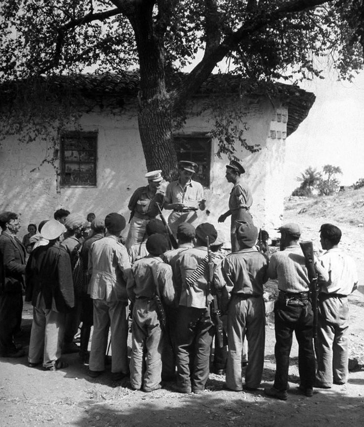 John Phillips, Αύγουστος 1947, Λευκοχώρι, έλληνες αξιωματικοί ανακοινώνουν σε τμήματα Μ.Α.Υ. σχέδιο αποτροπής επίθεσης κομουνιστών στο χωριό τους για ένατη φορά.