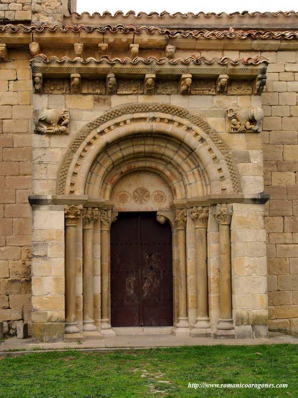 San Martín de Tours en Artaiz. PORTADA EN EL MURO SUR DEL TEMPLO