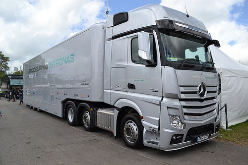 Mercedes AMG Petronas F1 Team Truck | Veiculos - Camions | Pinterest | Mercedes AMG, Photos and ...
