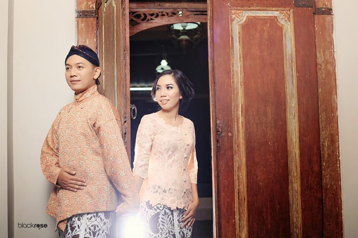 Yoan & Adit  #prewedding #couple #beforemarriage #java #indonesian #joglo #pendhapa #kabaya #surdjan #blangkon #jarit #peach #antique #light #blackrosepictures #blackroseconcept
