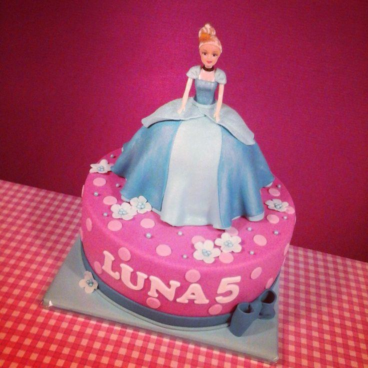 Cinderella Cake - Assepoester taart - www.taartvanmanja.nl
