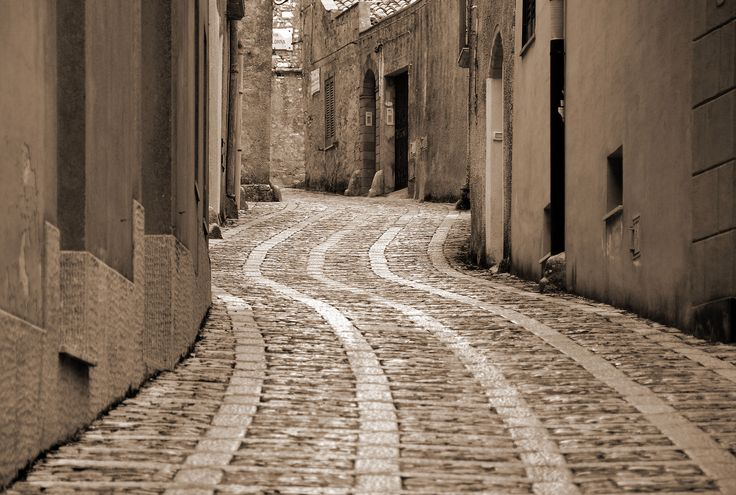 https://flic.kr/p/n7622E | Erice Street | A sinuous paving pattern in a street in Erice in Sicily