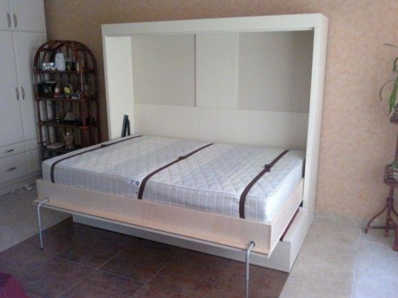 Lenyitott állapotban - pihenésre készen a szekrény