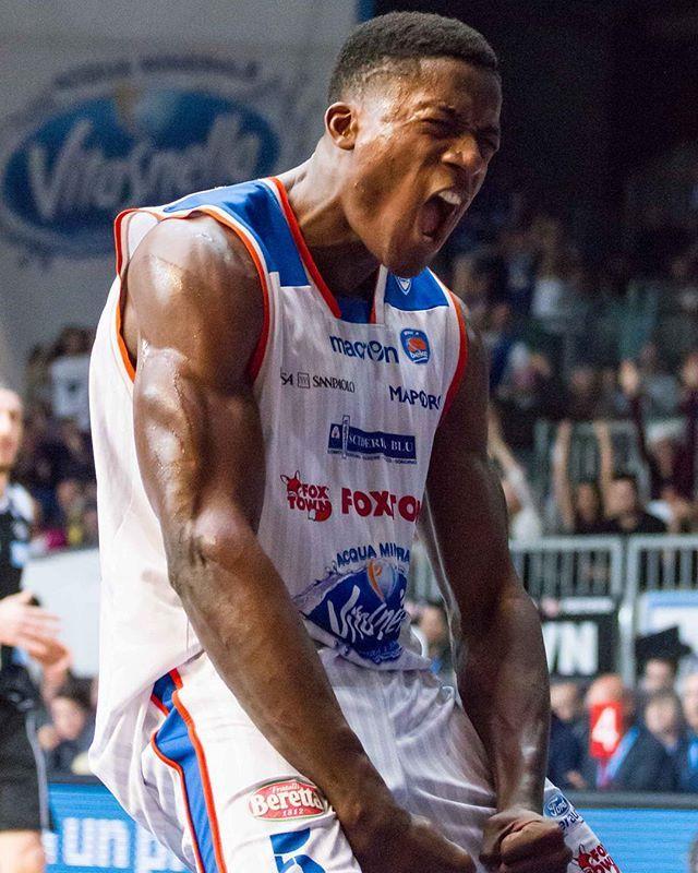 L'esultanza del capitano @abibass23 #UnSoloAmore #SerieABeko #Basket (PH. @uolter41)