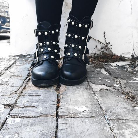 Glam rock style in #MIGATO booties! Shop link ► bit.ly/XN2221-L14en Photo via FA-SSION blogger
