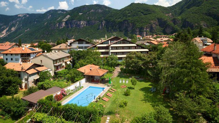 Bio-Hotel & Residence Kaufmann *** Genießen Sie die entspannende Atmosphäre in der schönsten Region #Südtirols!  Die kürzlich baubiologisch renovierten Hotelzimmer und die liebevoll eingerichteten #Bio-Appartements sind für Ihren #Wohlfühl-Urlaub das ideale. 100%-Naturlatex Matratzen, geölte Vollholzmöbel und Parkettböden aus Eiche sorgen für eine angenehme Atmosphäre, garantieren Ihnen erholsamen Schlaf in einer weitgehend chemiefreien Umgebung.