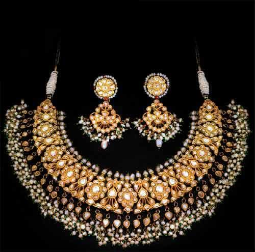Kundan Necklace with uncut diamonds and pearls