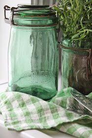 Noe helt spesielt (synes jeg da...:) dukket opp hos min venn Sjoukje fra GAMMEL KJÆRLIGHET i dag....Nemlig de skjønneste gamle grønne fra...