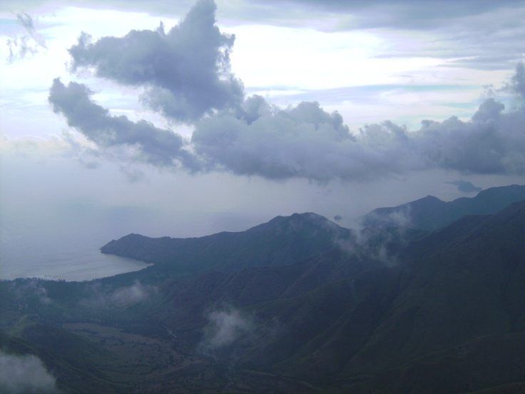 Mt. Balingkilat overlooking anawangin cove.