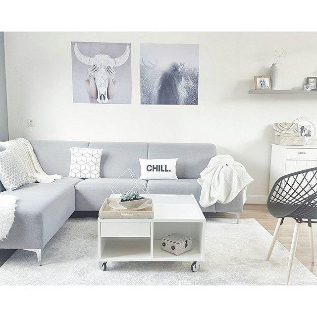 Gezellige dag gehad met vriendje in Enschede Zo lekker buiten eten, en vanavond de koffer pakken voor 3 dagen Makkum HAPPY EVENING ___________________________ #woonkamer #livingroom #vloerkleed #rug #designchair #bank #couch #sofa #whiteinterior #posters #poster#interior #interiør #interior4all #myhome #simplicity #minimalism #theminimalinstinct#finehjem  #nordiskehjem #nordeste #nordikspace #homedecor #homeinspo #finahem #simonsayshome #dream_interiors #hem_inspiration #myhometoins...