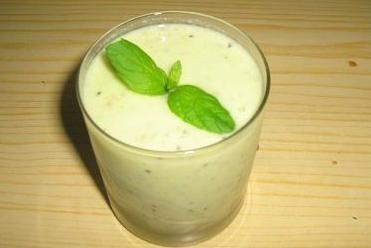 Koktajl z jogurtu, ananasa i kiwi