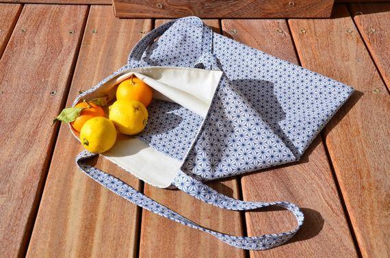 Tote bag, ton bleu et écru, motif japonais asanoha, idéal pour remplacer les sacs plastiques des courses.