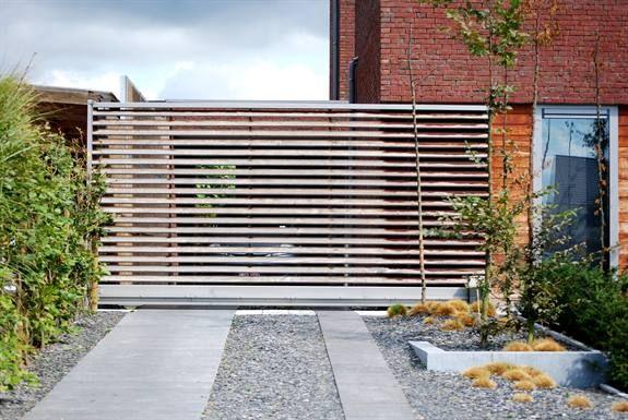 Oprit met houten poort emts inspiratie opritpoorten afsluitingen p - Amenagement exterieur maison ...