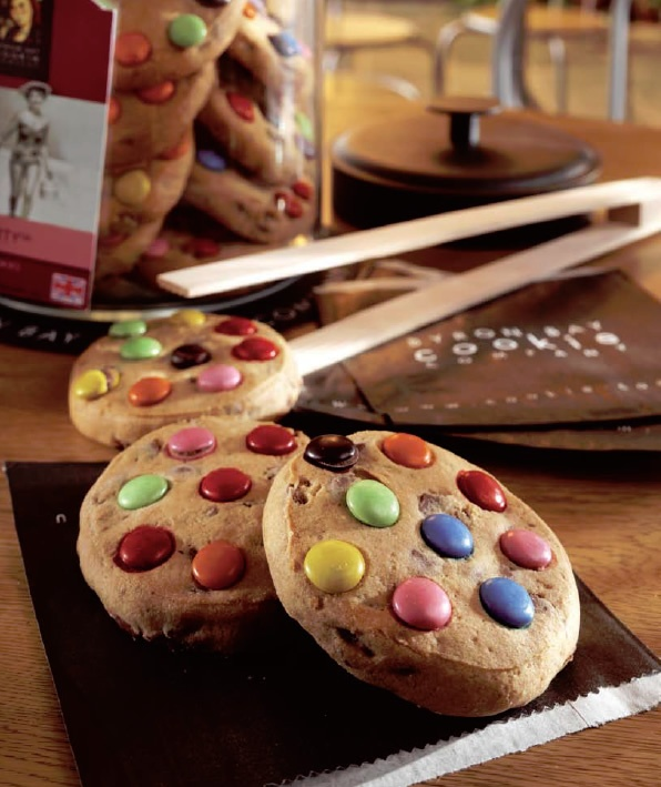 Byron Bay Dotty Cookies - Delicious, thick dotty cookies with smarties style topping. We provide the full range of cookies, cookie jars & takeaway bags: http://www.coffeebuyer.co.uk/mall/departmentpage.cfm/thecoffeebuyer/_480762/1/BYRON-BAY-COOKIES