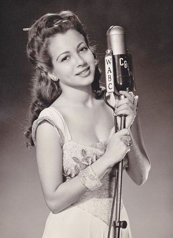 Monica Lewis: 1945 Monica, Hollywood Glamour, Classic Stars, Radio, Classic Hollywood, Movie Stars And, Hour Monica Lewis S, Chesterfield Hour Monica, Classic Beauties