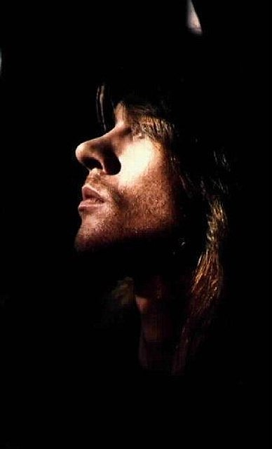 W. Axl Rose, silhouette. This picture is the definition of perfection!!!