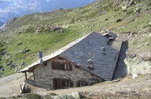 Rifugio Chalet de l'Epée (2.370 m s.l.m.) - Valgrisenche (Valle d'Aosta) - Dalla testata del lago di Beauregard  il rifugio è raggiungibile in circa 50 minuti.